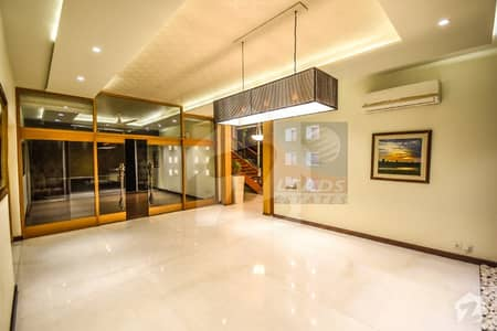 ڈی ایچ اے فیز 2 ڈیفنس (ڈی ایچ اے) لاہور میں 5 کمروں کا 1 کنال مکان 1.45 لاکھ میں کرایہ پر دستیاب ہے۔