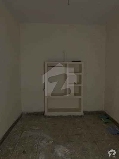 غالب مارکیٹ گلبرگ لاہور میں 3 کمروں کا 5 مرلہ مکان 1.7 کروڑ میں برائے فروخت۔