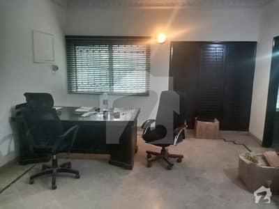 کلفٹن ۔ بلاک 5 کلفٹن کراچی میں 4 کمروں کا 10 مرلہ مکان 1.75 لاکھ میں کرایہ پر دستیاب ہے۔