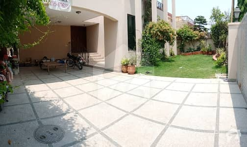 1 Kanal Luxurious House Is Available For Rent In Phase 4 Block Cc