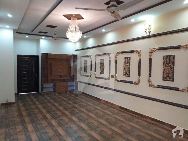 نشیمنِ اقبال لاہور میں 7 کمروں کا 10 مرلہ مکان 1.9 کروڑ میں برائے فروخت۔