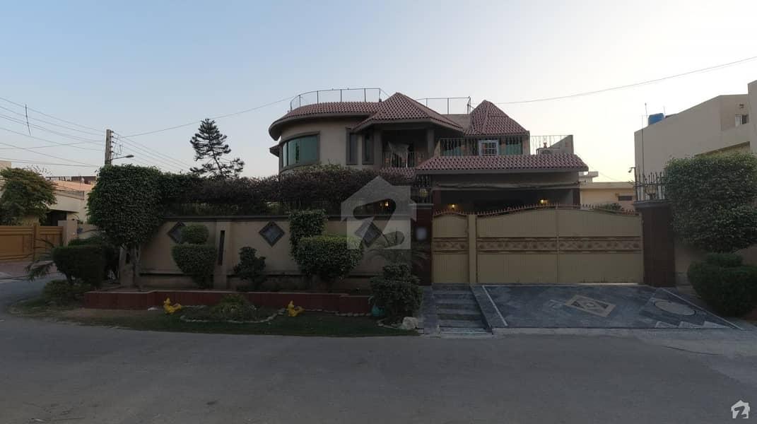 نشیمنِ اقبال فیز 1 نشیمنِ اقبال لاہور میں 4 کمروں کا 1 کنال مکان 3.6 کروڑ میں برائے فروخت۔