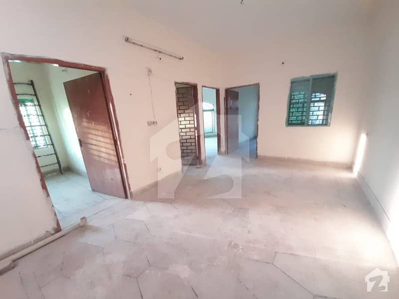Shershah Colony - Raiwind Road Upper Portion For Rent Sized 900  Square Feet