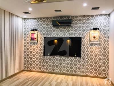 ڈی ایچ اے فیز 7 ڈیفنس (ڈی ایچ اے) لاہور میں 5 کمروں کا 1 کنال مکان 1.7 لاکھ میں کرایہ پر دستیاب ہے۔