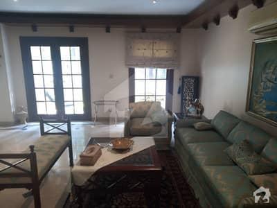 ایف ۔ 7/3 ایف ۔ 7 اسلام آباد میں 5 کمروں کا 1.29 کنال مکان 13.5 کروڑ میں برائے فروخت۔