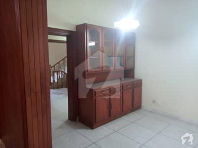 ایف ۔ 11/3 ایف ۔ 11 اسلام آباد میں 7 کمروں کا 1 کنال مکان 8.5 کروڑ میں برائے فروخت۔