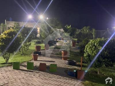 بیدیاں روڈ لاہور میں 4 کمروں کا 5 کنال فارم ہاؤس 30 ہزار میں کرایہ پر دستیاب ہے۔