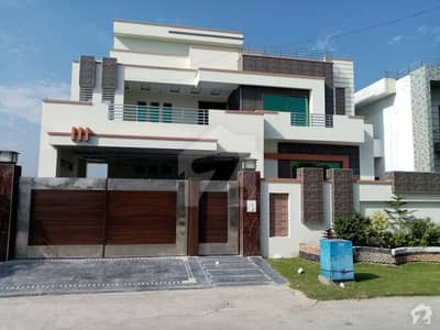 House Of 1 Kanal Available In DC Colony