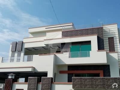 1 Kanal House Ideally Situated In DC Colony