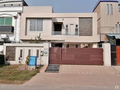 پیراگون سٹی - امپیریل بلاک پیراگون سٹی لاہور میں 4 کمروں کا 10 مرلہ مکان 2.5 کروڑ میں برائے فروخت۔