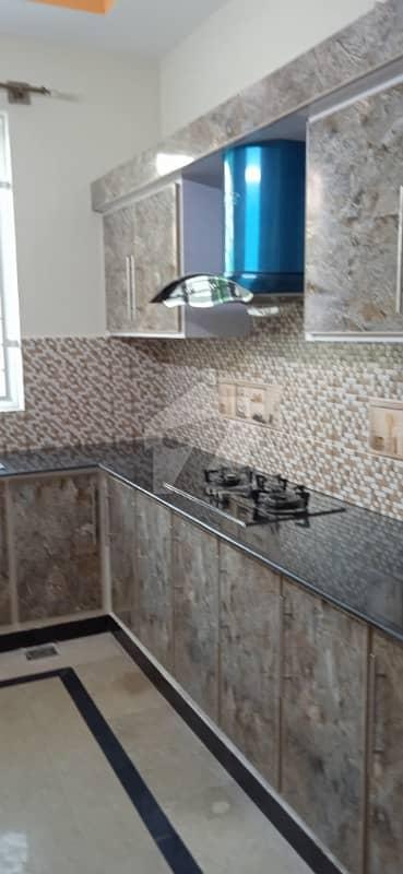 مارگلہ ٹاؤن اسلام آباد میں 5 کمروں کا 7 مرلہ مکان 3 کروڑ میں برائے فروخت۔