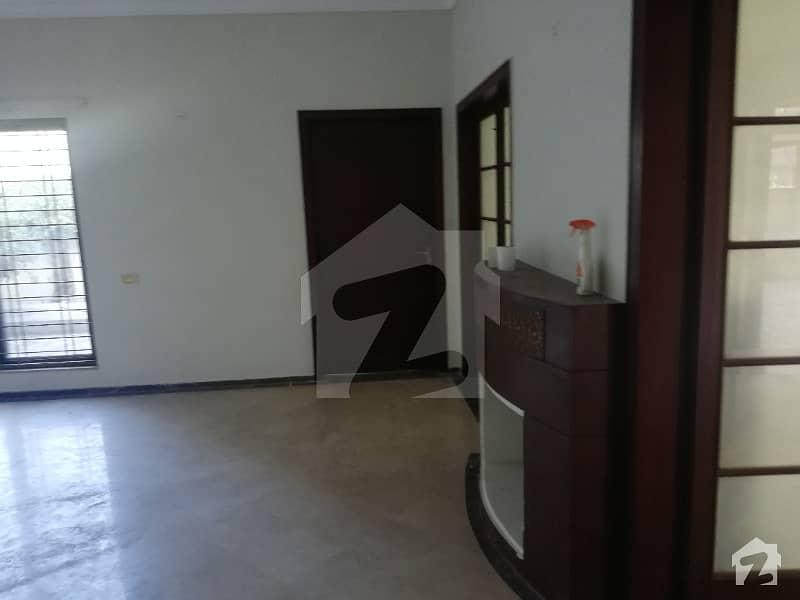 ڈی ایچ اے فیز 2 - بلاک ایس فیز 2 ڈیفنس (ڈی ایچ اے) لاہور میں 3 کمروں کا 1 کنال زیریں پورشن 90 ہزار میں کرایہ پر دستیاب ہے۔
