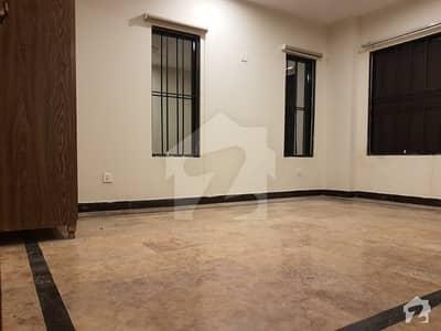 بنی گالہ اسلام آباد میں 3 کمروں کا 9 مرلہ فلیٹ 1.3 کروڑ میں برائے فروخت۔
