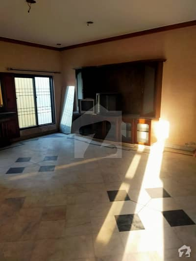 1 Kanal 3 Bedrooms Upper Portion For Rent Located Main Sarwar Road Near Rahat Bakers Cantt Lahore