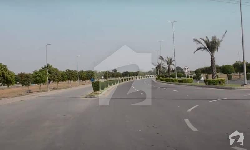 بحریہ ٹاؤن ۔ بلاک ای ای بحریہ ٹاؤن سیکٹرڈی بحریہ ٹاؤن لاہور میں 1 کنال رہائشی پلاٹ 1.05 کروڑ میں برائے فروخت۔
