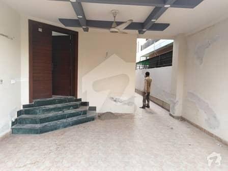 ڈی ایچ اے فیز 2 ڈیفنس (ڈی ایچ اے) لاہور میں 4 کمروں کا 10 مرلہ مکان 85 ہزار میں کرایہ پر دستیاب ہے۔