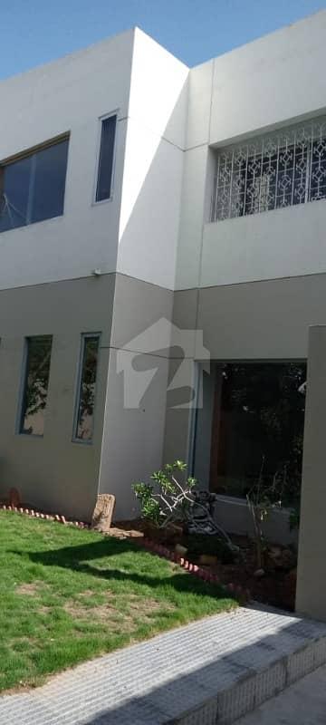 کلفٹن ۔ بلاک 3 کلفٹن کراچی میں 5 کمروں کا 1 کنال مکان 12.5 کروڑ میں برائے فروخت۔