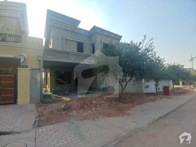 4 Bedroom Grey Structure House For Sale