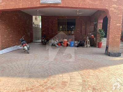 پی سی ایس آئی آر ہاؤسنگ سکیم فیز 1 پی سی ایس آئی آر ہاؤسنگ سکیم لاہور میں 8 کمروں کا 2 کنال مکان 2.7 لاکھ میں کرایہ پر دستیاب ہے۔