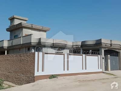 علی پور - اوچ شریف روڈ علی پور میں 5 کمروں کا 1 کنال مکان 3.5 کروڑ میں برائے فروخت۔
