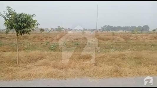 ڈی ایچ اے فیز 8 - بلاک ٹی فیز 8 ڈیفنس (ڈی ایچ اے) لاہور میں 2 کنال رہائشی پلاٹ 7.35 کروڑ میں برائے فروخت۔