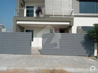 10 Marla Newly Constructed Well Designed Solid And Complete Professor's Owned And Constructed For Himself House For Sale