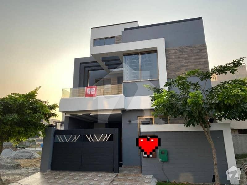 بحریہ ٹاؤن رفیع بلاک بحریہ ٹاؤن سیکٹر ای بحریہ ٹاؤن لاہور میں 3 کمروں کا 5 مرلہ مکان 1.3 کروڑ میں برائے فروخت۔