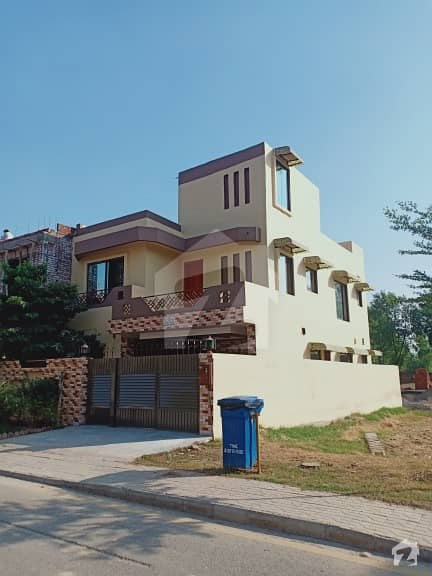 Bahria Nasheman 8 Marla  House Good Condition Main Boulevard For Sale Very Low Price