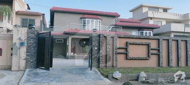 حیات آباد فیز 2 - جی3 حیات آباد فیز 2 حیات آباد پشاور میں 7 کمروں کا 1 کنال مکان 5.2 کروڑ میں برائے فروخت۔