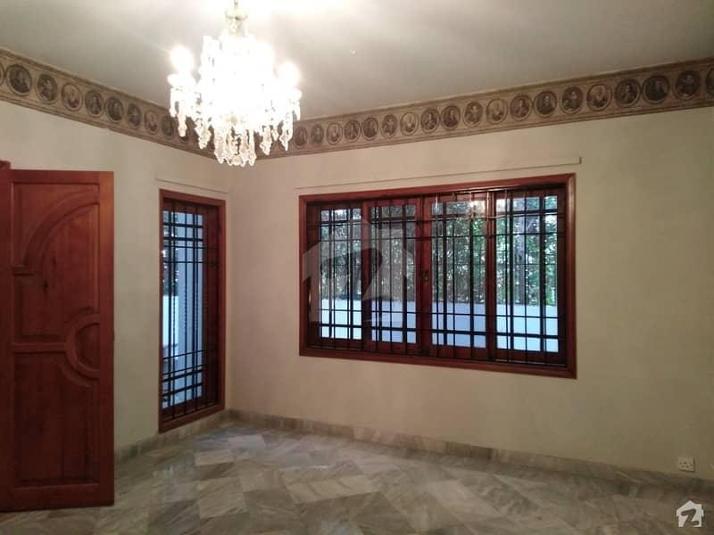 ڈی ایچ اے فیز 7 ڈی ایچ اے کراچی میں 4 کمروں کا 12 مرلہ مکان 7.25 کروڑ میں برائے فروخت۔