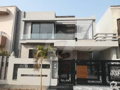 ڈی ایچ اے فیز 8 - بلاک پی ڈی ایچ اے فیز 8 ڈیفنس (ڈی ایچ اے) لاہور میں 4 کمروں کا 10 مرلہ مکان 3.3 کروڑ میں برائے فروخت۔