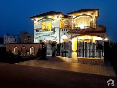 ڈی ایچ اے فیز 7 ڈیفنس (ڈی ایچ اے) لاہور میں 5 کمروں کا 1 کنال مکان 1.65 لاکھ میں کرایہ پر دستیاب ہے۔