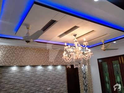 طارق گارڈنز لاہور میں 5 کمروں کا 10 مرلہ مکان 2.8 کروڑ میں برائے فروخت۔